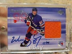 1998-99 Upper Deck Game Jersey AUTO Wayne Gretzky /99