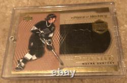 2000-01 Upper Deck A Piece Of History 500 Goal Club Wayne Gretzky Kings Jersey