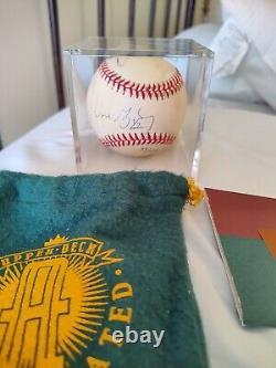 Wayne Gretzky Autographed upper Deck baseball